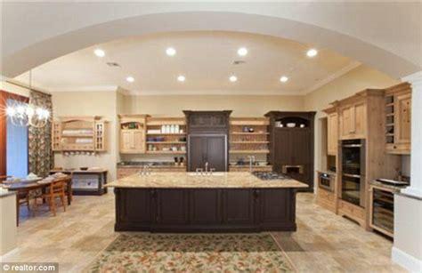 bill gates daughter bedroom bill gates buys 8 7 million florida mansion to help
