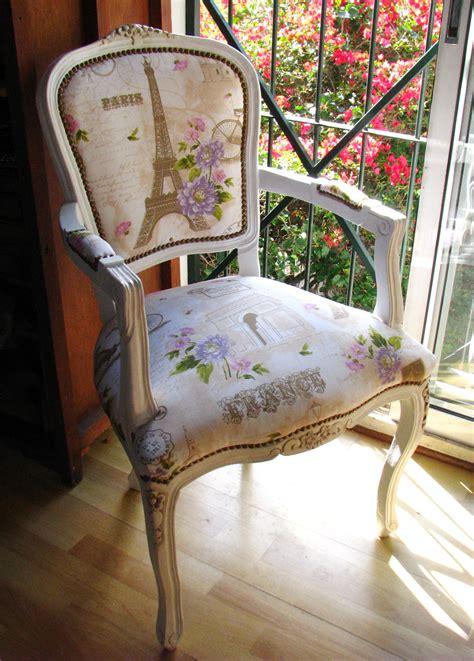 silla estilo luis xv pintada  tapizada  motivo paris