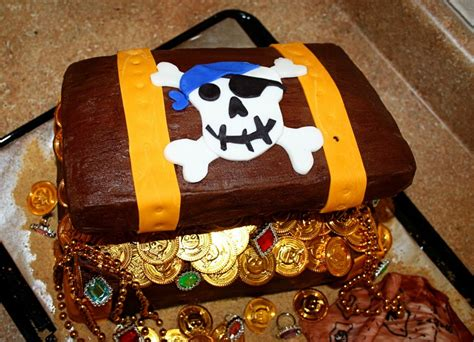 treasure chest cakes decoration ideas  birthday cakes