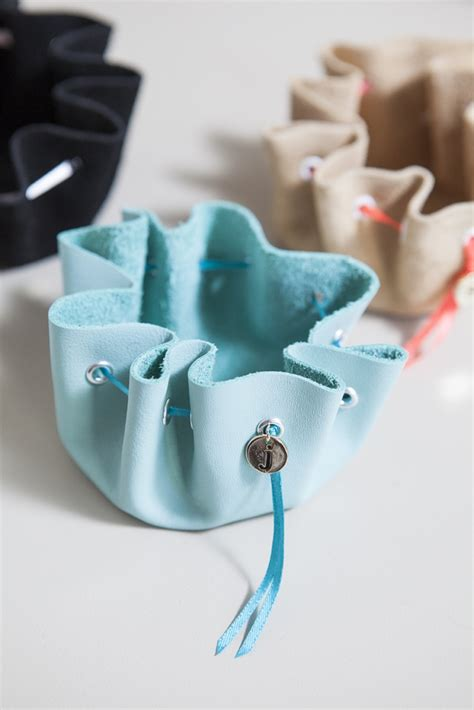 felt crafts for no sew learn how to make this no sew jewelry pouch