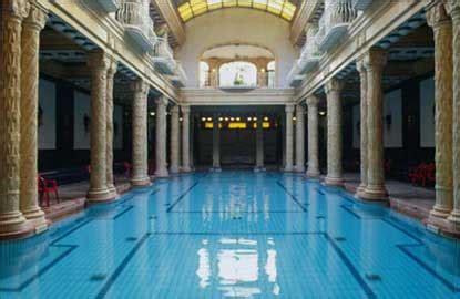 bagni termali la magia delle terme di budapest arte viaggi
