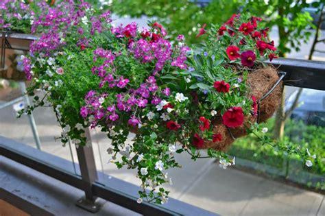 terrasse 4 lettres comment avoir un balcon fleuri id 233 es en 50 photos