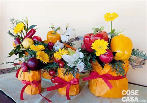 composizioni di frutta e fiori fai da te la composizione estiva con frutta ortaggi e