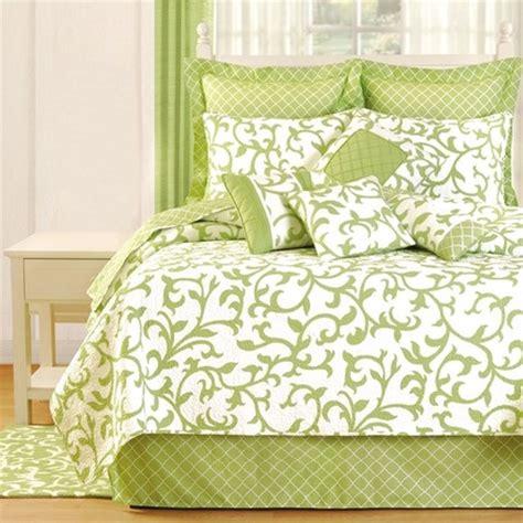 Joss And Quilts by Serendipity Quilt A Summery Green Vine Motif On Crisp