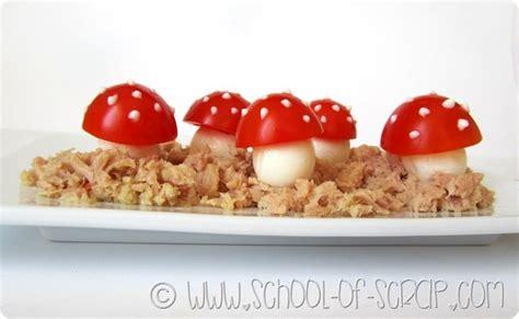 bambine che cucinano quando cucinano i bambini funghetti di pomodoro e