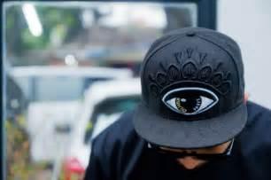 gambar orang keren gambar cowok pakai topi keren