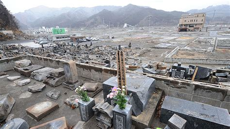 imagenes fuertes del tsunami en japon toneladas de escombros un a 241 o despu 233 s del tsunami de jap 243 n