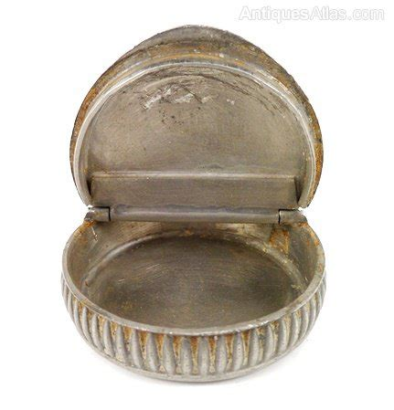 antique english pewter tobacco boxes antiques atlas ww1 period pewter snuff box pip
