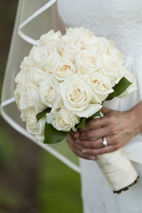Wedding Bouquet White Roses by Best 25 White Bouquet Ideas On White