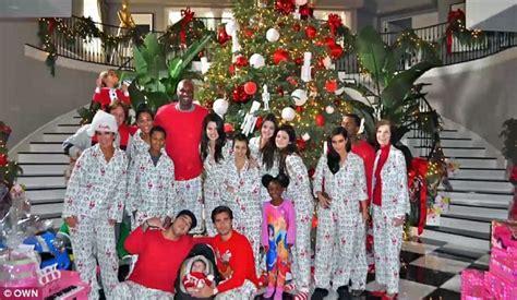 kim kardashian christmas tree 2013 kim kardashian and kanye west appear side by side in la