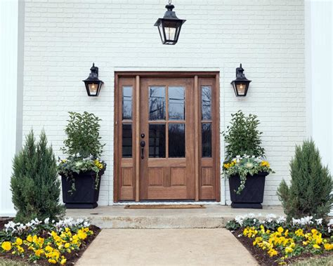 Modern Farmhouse Porch curb appeal and landscaping ideas from fixer upper