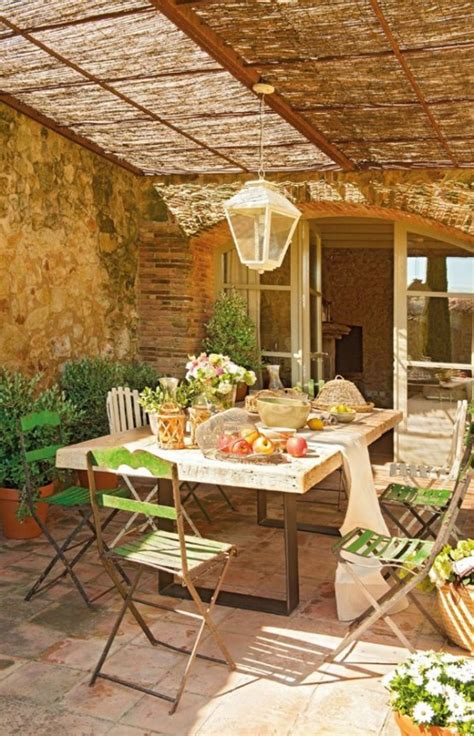 atractiva  decoracion de casas de pueblo #1: cozy-rustic-patio-designs-56-554x861.jpg