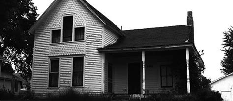 famous haunted houses 11 famous haunted houses where you can spend the night