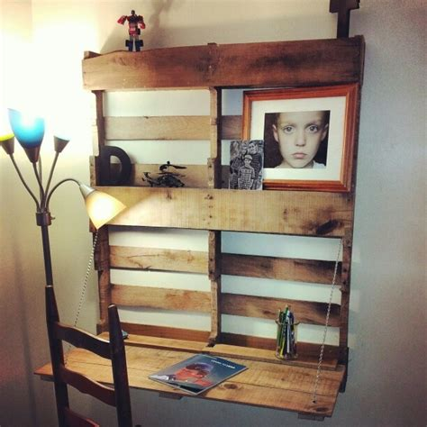 Diy Fold Out Desk Pallet Desk Fold Out Diy Build It Pinterest