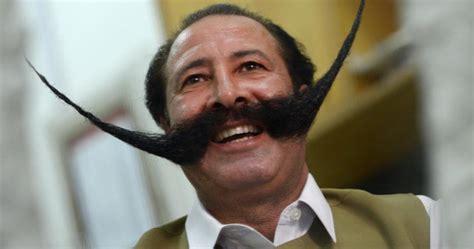ordinary people hair cuts la moustache qui chatouillait les religieux pakistanais