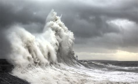 wavestormthegrease com photographer spends years documenting immense storm waves