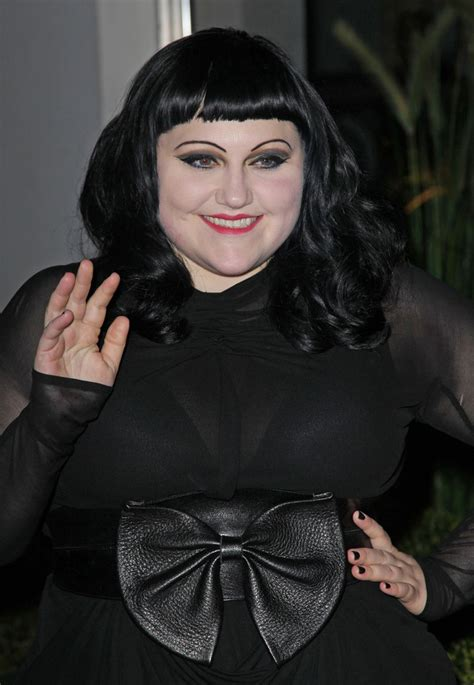 bett dito beth ditto wavy cut with bangs beth ditto looks