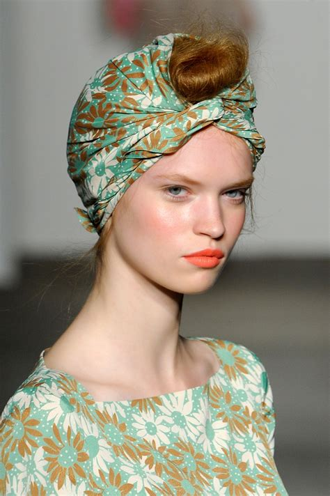 the turban printed scarf trend