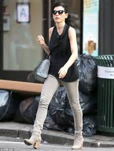 what kind of purse does juianna margolis carry in the good wife julianna margulies displays her lean figure in a street