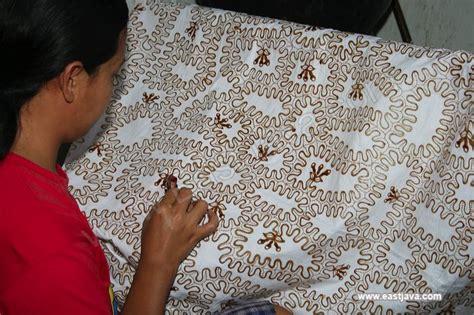 Batik Tulis Batik Tulis batik tulis trenggalek east java the handmade batik that has its own characteristic