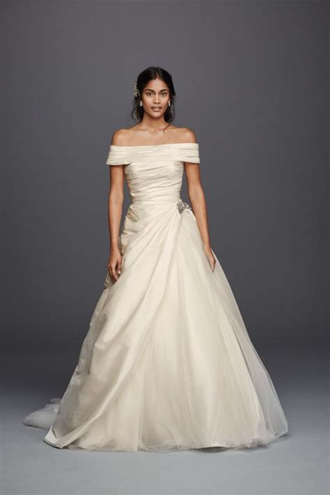 wedding budget 1000 50 gorgeous wedding dresses you won t believe cost less