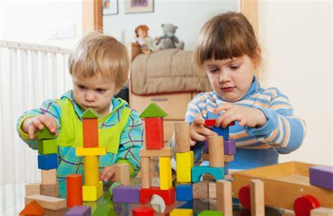 fotos de niños jugando gratis playng fotos y vectores gratis
