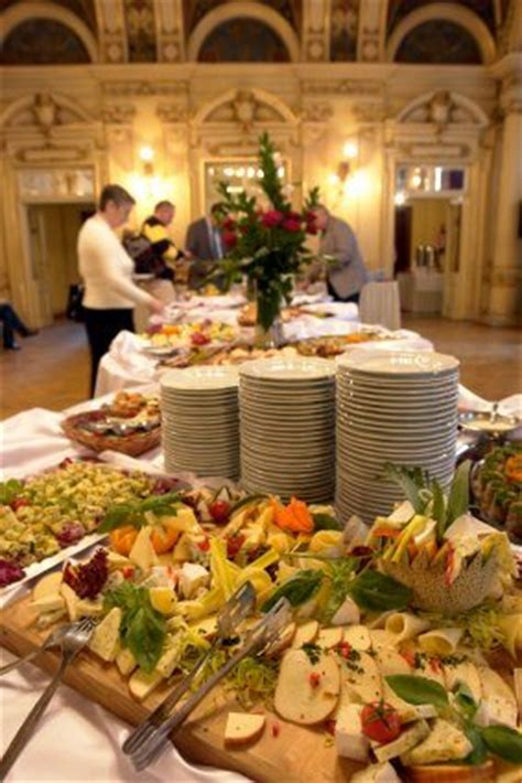 Sit Down Dinner Or Buffet Reception 5 Considerations When Buffet Style Wedding Reception