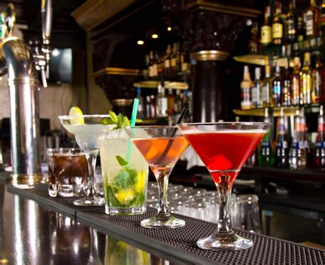 top 10 drinks to order at a bar how to order a drink in a chain restaurant