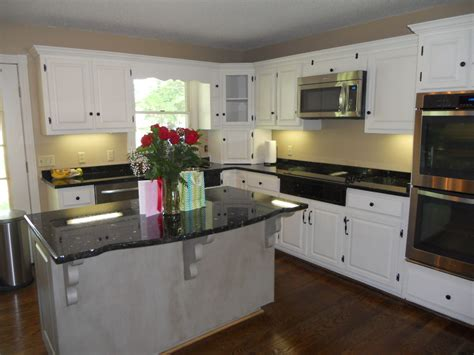 contrasting kitchen cabinets contrasting kitchen cabinets 28 images contrasting