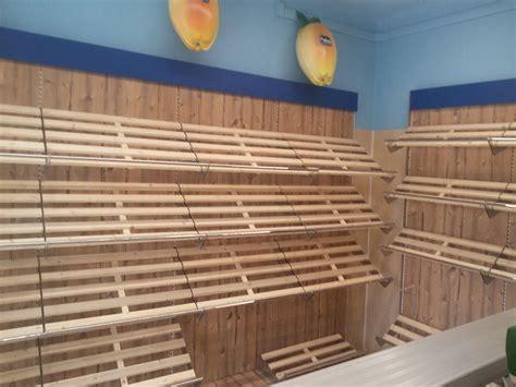 scaffali in legno per negozi arredamento ortofrutta como arredo negozio alimentari