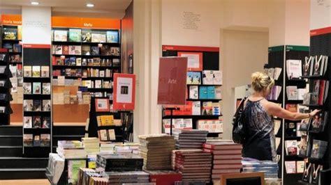 libreria feltrinelli palermo palermo ruba alla feltrinelli e fugge un vigilantes lo