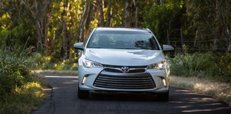 Difference Between Toyota Camry Hybrid Le And Xle Differences Between An Xle And Limited Highlander 2015