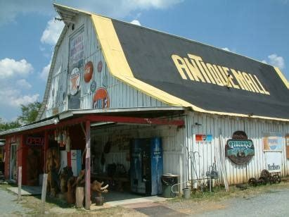 Cabin Mall Stores by Best 25 Antique Stores Ideas On Antique Booth