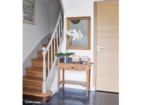 decoration escalier maison decoration d entree avec escalier obasinc