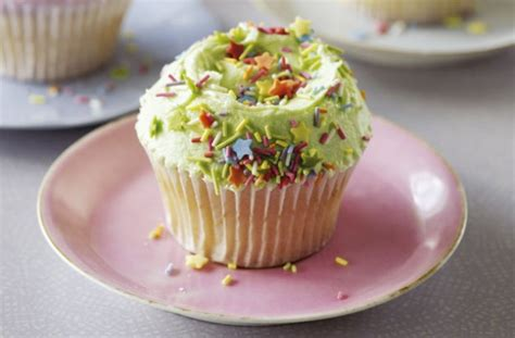 the hummingbird bakery vanilla cupcakes recipe goodtoknow