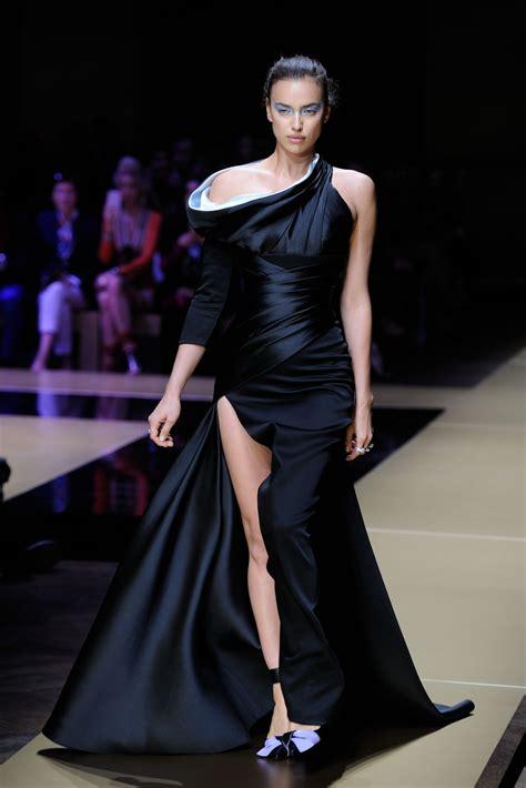 Irina Shayk Walks The Runway - Versace Spring/Summer 2017 ... Hyuna Legs