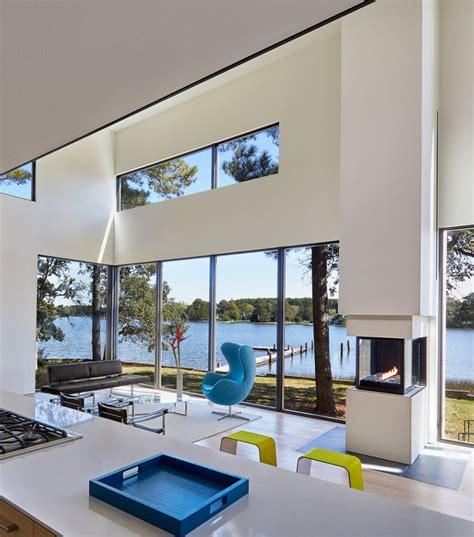ventanas para habitaciones interiores casa moderna de dos pisos y tres dormitorios planos de