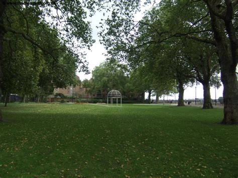 Island Gardens by The Thames Path Island Gardens To Embankment