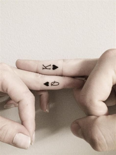 finger tattoo king queen 7 queen and king of hearts 32 of the best couples