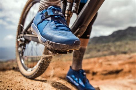 mountain bike clip in pedals and shoes ion steps into clipless flat pedal shoes with new rascal