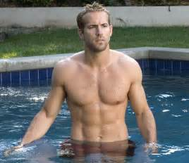 Decline Bench Chest - hollywood abs ryan reynolds the best abs in hollywood men s fitness