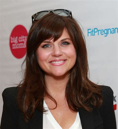 what haircolor does tiffiny amber theissen have tiffani thiessen long straight cut with bangs tiffani
