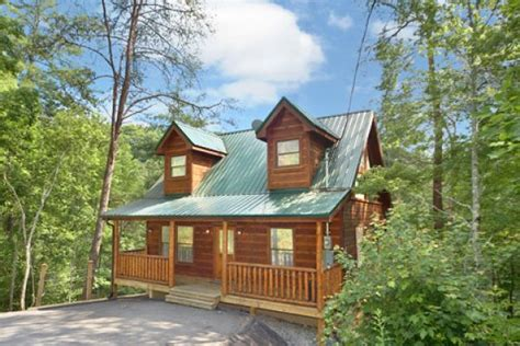 cabin rentals gatlinburg dreamcatcher 2 bedroom cabin rental in gatlinburg