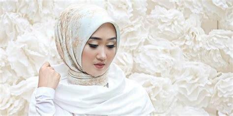 Baju Ungu Cocok Dengan Jilbab Apa punya kulit sawo matang ini warna jilbab yang cocok co id
