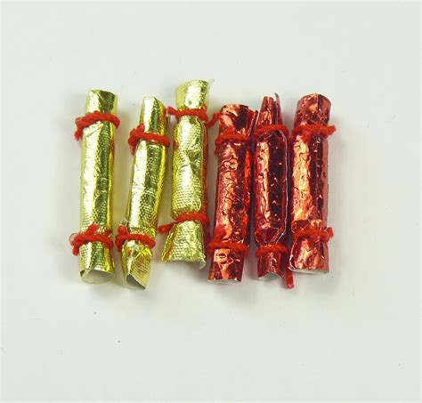 12th scale luxury crackers x6 from dolls house emporium