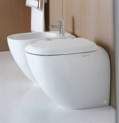 sanitari bagno stock sanitari bagno pozzi ginori appoggio vaso sedile e bidet