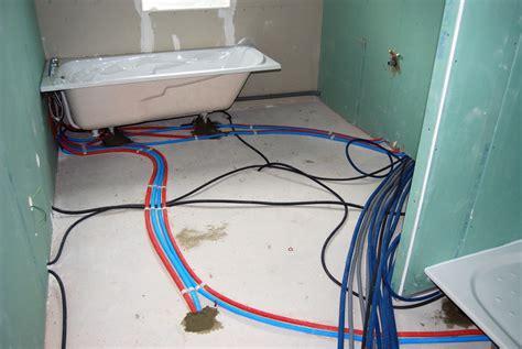 Comment Installer Une Salle De Bain Dans Les Combles by Installation De Plomberie Dans La Salle De Bain Espace