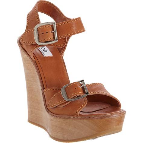 chlo 233 buckle wedge sandal in brown silver lyst