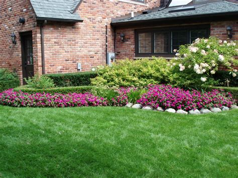 Simple Side Yard Landscaping House Design For Ranch Style Beautiful Backyard Landscaping Ideas
