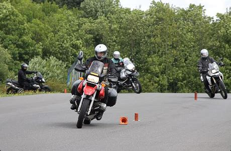 Motorrad Unfall Versicherung by Versicherung Haftet Beim Fahrtraining Tourenfahrer